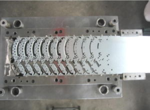 High Quality Low Cost Progressive Die Tooling Mould pictures & photos