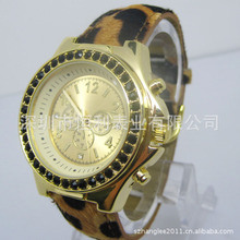Hot Sale Men′s Alloy Watch Custom Logo Fashion Watch (HL-CD017) pictures & photos