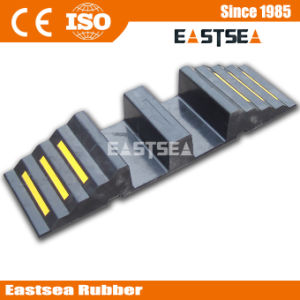 Durable Reusable Two Channel Rubber Fire Hose Ramp pictures & photos