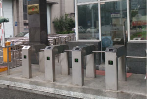Metro Bus Stations BRT Three Arm Drop Turnstile Gates pictures & photos