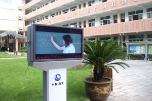 Full 1080P LCD Advertising Display/Outdoor LCD Screen/Outdoor Digital Signage pictures & photos