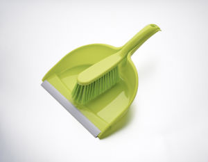 High Quality Plsastic Dustpan with Brush (3404) pictures & photos