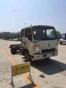 10000 Liters HOWO Euroii 290HP off Road 4X4 Oil Truck pictures & photos