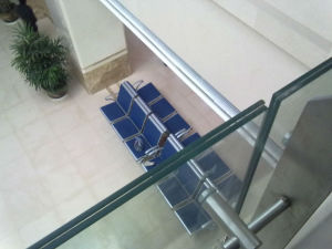 Ultra Clear Toughened Laminated Glass for Staircase (JINBO) pictures & photos