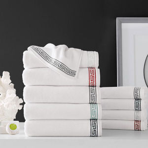 High Quality Super Absorbency Customized Hotel Embroidery Towel Set pictures & photos