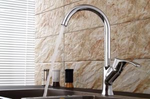 Contemporary Kitchen Faucet with Chrome Finish pictures & photos