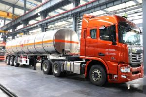 Diesel Engine Semi Trailer 40 Cbm Oil Tanker pictures & photos