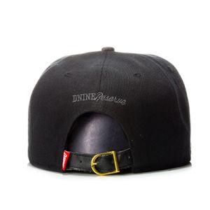 Custom Metal Logo 6 Panel Fashion Hip Hop Snapback Cap pictures & photos