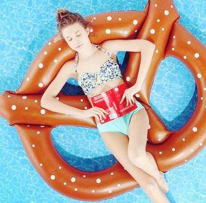 Giant Pretzel Circle Bread Swim Fun Inflatable Pool Floating Seat pictures & photos
