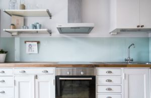 Kitchen Splash Boards /Backsplash Colored Glass with Ce and SGCC pictures & photos