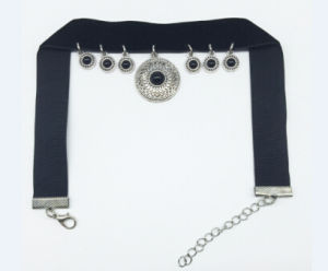 Luxury Black Velvet Pendant Choker Necklace (XJW13684) pictures & photos