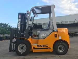 Fork Side Shift 2 Ton Diesel Forklift with Rotator pictures & photos