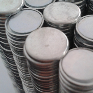 Dia 20mm*3mm N35 Small Round NdFeB Neodymium Disc Magnets pictures & photos