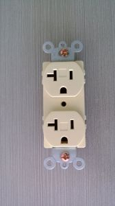 Standard Duplex Receptacle, Straight Blade, Residential Grade, 15 a, 125VAC, NEMA 5-15r, UL Listing pictures & photos