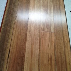 Household/Commercial Solid Spotted Gum Hardwood Flooring pictures & photos