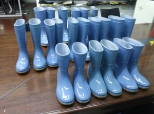 Rain Boots Injection Molding Machine (vertical) pictures & photos
