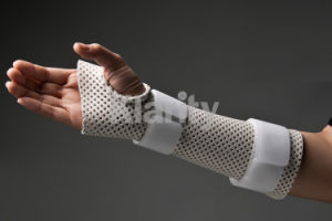 Thermoplastic Splints - Thumb Hole Wrist Cock-up Precut Splint pictures & photos
