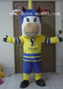 Love Playing Football Cattle Mascot Costume pictures & photos