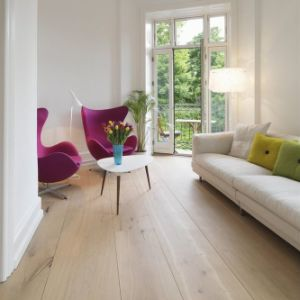 7.3mm Pine Plank Laminate Flooring pictures & photos