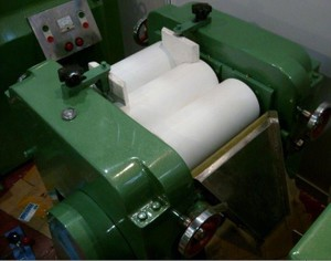 Ceramic Triple Three Roll Mill pictures & photos