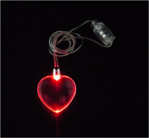 Heart Shape Flashing Necklace (QNK107) pictures & photos