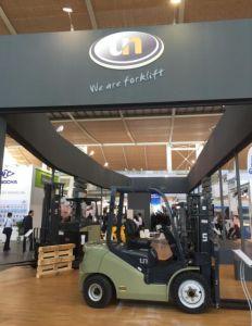Un N Series 2500kg Dual Fuel Gasoline/LPG Forklift with New Ce pictures & photos