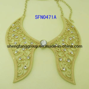 Fashion Jewelry Collar Design Alloy with Crystal Necklace Fashion Jewelry (SFN0471A)