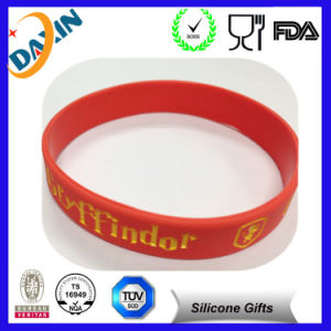 Debossed Wristband Customize Silicone Bracelet pictures & photos