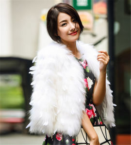 Latest Design Fashion Ostrich Fur Pocket Christmas Women Wear Women Coat pictures & photos