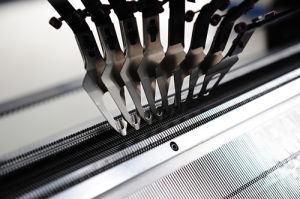8g Fully Fashion Flat Knitting Machine for Sweater (AX-132S) pictures & photos