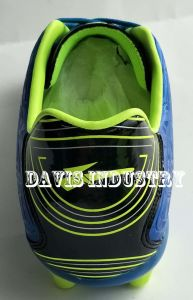 Embossed Soccer Boots for Men pictures & photos