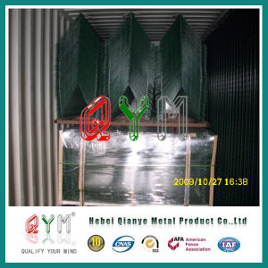 Galvanized PVC Coated Welded Mesh Airport Fence with Razor Wire pictures & photos