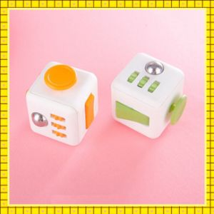 2017 Factory Price Anti Stress Fifget Cube pictures & photos