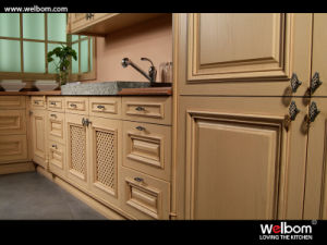 2017 Welbom Solid Wooden Antique Kitchen Cabinet Design pictures & photos