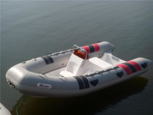 Fiberglass Inflatable 6 Persons Rib Boat with Console pictures & photos