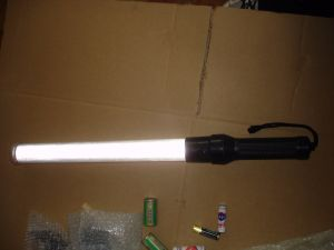 Battery Rechargeable Safety Police Traffic Baton pictures & photos