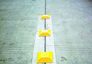 Hot Sale Roadway Products Traffic Safety Sign ABS Plastic Road Stud pictures & photos