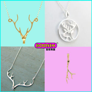 Simple Design Custom Silver Jewelry Luck Charm Pendant Necklace pictures & photos