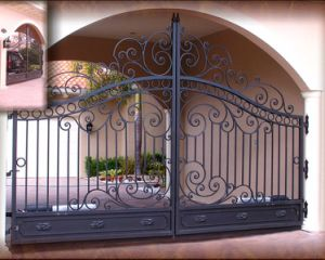 Hand-Crafted Elegant Design Wrought Iron Driveway Gate pictures & photos