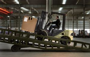 Un 3.0t Diesel Forklift with Optional Engines (FD30T) pictures & photos