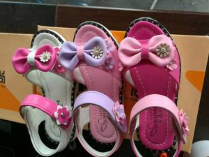 Sandal Shoes Comfortable Butterfly Decorated Children Footwear Casual Shoes (AKSS6) pictures & photos