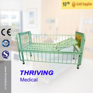 Thr-CB003 Medical Single Crank Children Medical Bed pictures & photos