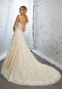 Spaghetti Lace Bridal Gowns Beaded A-Line Wedding Dresses Z2076 pictures & photos