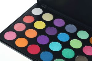 Cosmetics 28 Colors Highlight Eyeshadow Palette pictures & photos