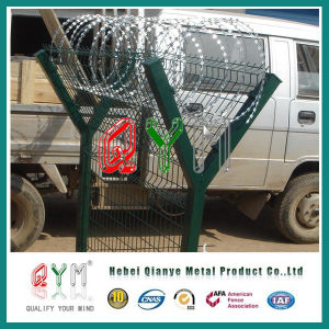 Airport Fence/Galvanized and PVC Coated /Green Color / with Razor Wire pictures & photos