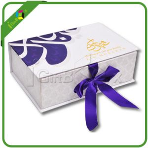 Customized Gift Box with Ribbon Closured pictures & photos