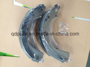Rear 04495-60070 Car Brake Shoe Set pictures & photos