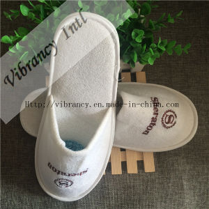 Custom Hotel Slippers with Embroidery Hhotel Slipper pictures & photos