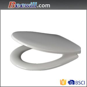 Urea Smooth Edge White Soft Close Anti-Bacterial Toilet Seat pictures & photos