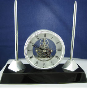 Piano Finish Solid Wood Pen Holder Table Clock pictures & photos